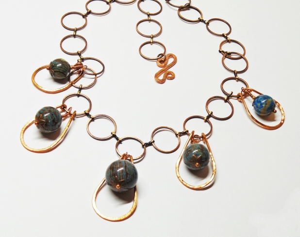 HAMMERED COPPER AND WOOD JASPER NECKLACE